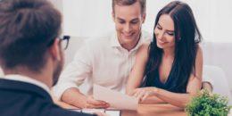 klienti a predajca podpis zmluvy