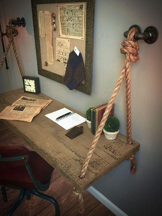 fb8390b57bf Rustikálny alebo starožitný kus nábytku zariadi, aby industriálny priestor  nepôsobil stroho a vyzývavo.