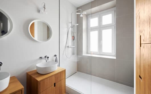 sprchový kút kúpeľňa