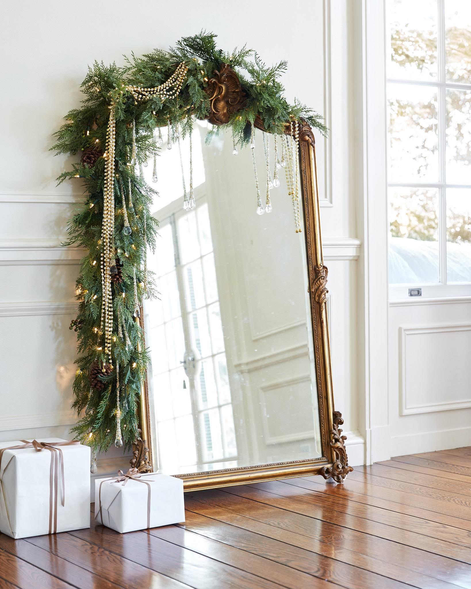 Majestátne zrkadlo so žiarivou zeleňou