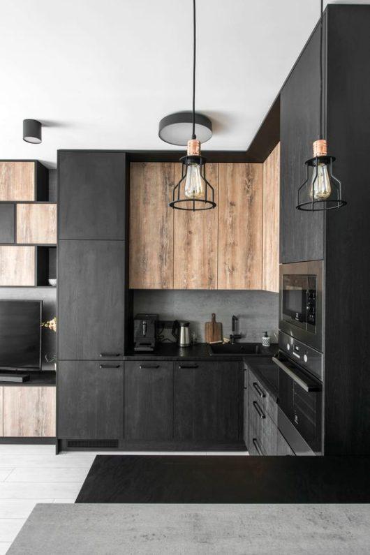 čierna kuchyňa s osvetlením