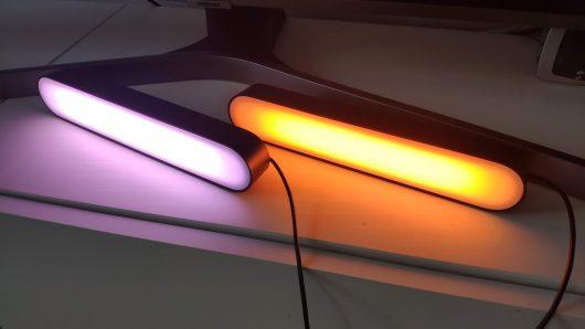 dvojica stojacich lámp